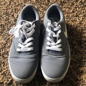 Nike grey tennis shoes